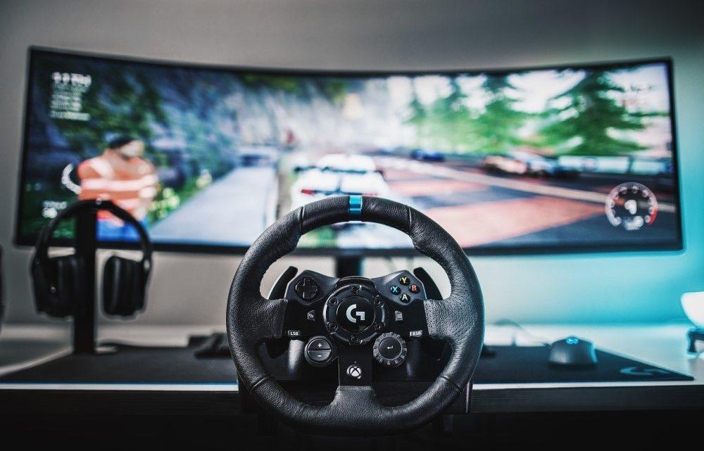 Ultra realistické závodění díky volantu G923 s technologií TRUEFORCE